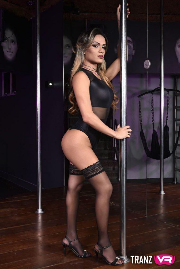 TranzVR shemale pole dancer