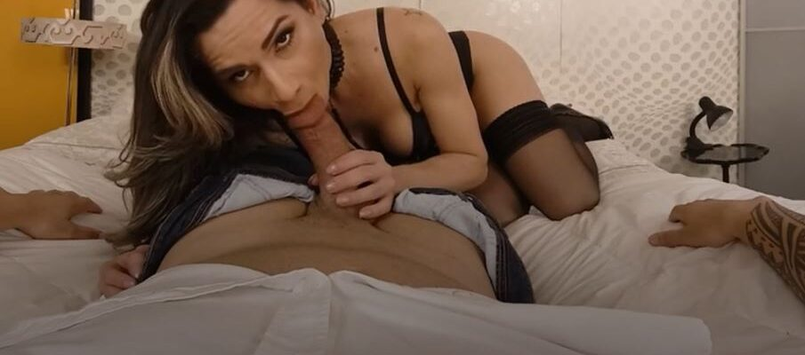 beautiful lingerie shemale babe sucking cock